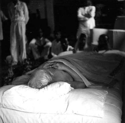 Sri Aurobindo has given up his body in an act of supreme unselfishness, renouncing the realisation in his own body to hasten the hour of the collective realisation. Surely if the earth were more responsive, this would not have been necessary. -The Mother